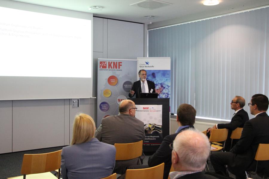 Den Auftaktvortrag hält Dr. Klaus Funk vom Zentrum Digitalisierung Bayern Digital Engineering and Production - Herausforderungen und der Nutzen von dynamischen kollaborativen Netzwerken