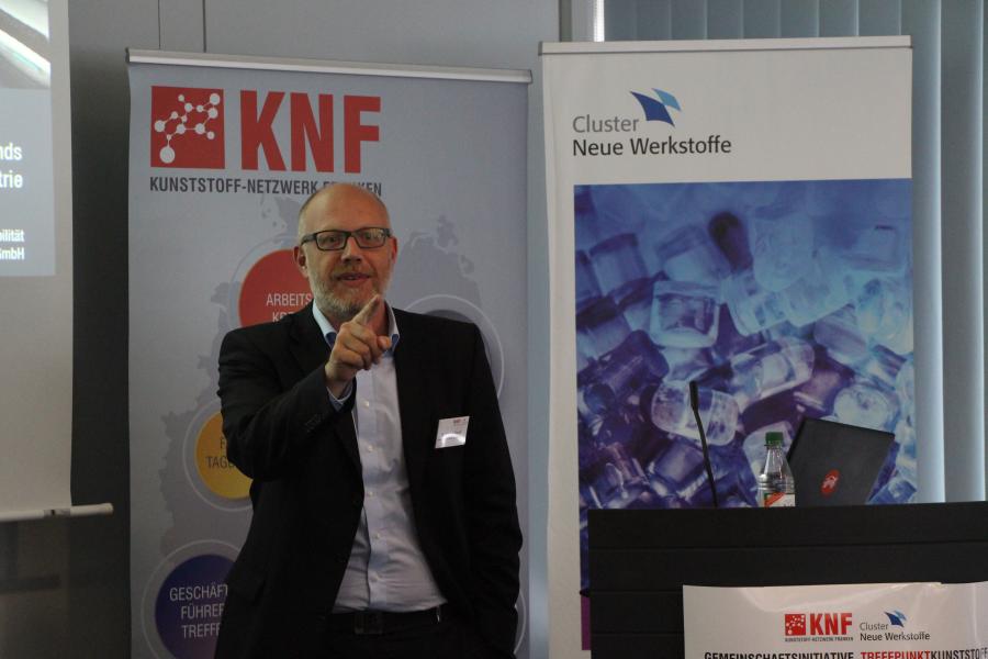 Dr. Marcus Rauch vom Cluster Neue Werkstoffe referiert zum Thema Zukunft der Mobilität