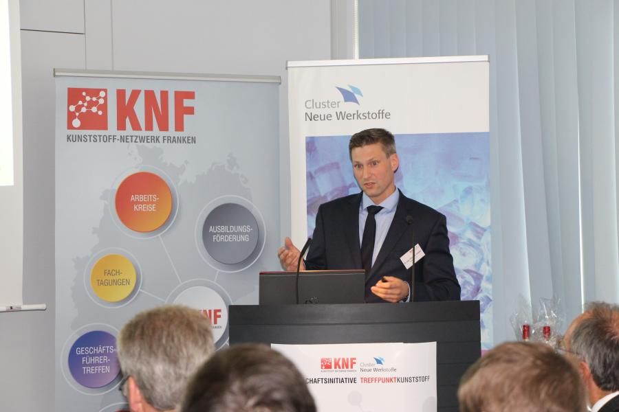 Dr.-Ing. Christian Leister von REHAU AG während seines Vortrages Der polymere Wasserstofftank - ein Baustein zur langreichweitigen Elektromobilität