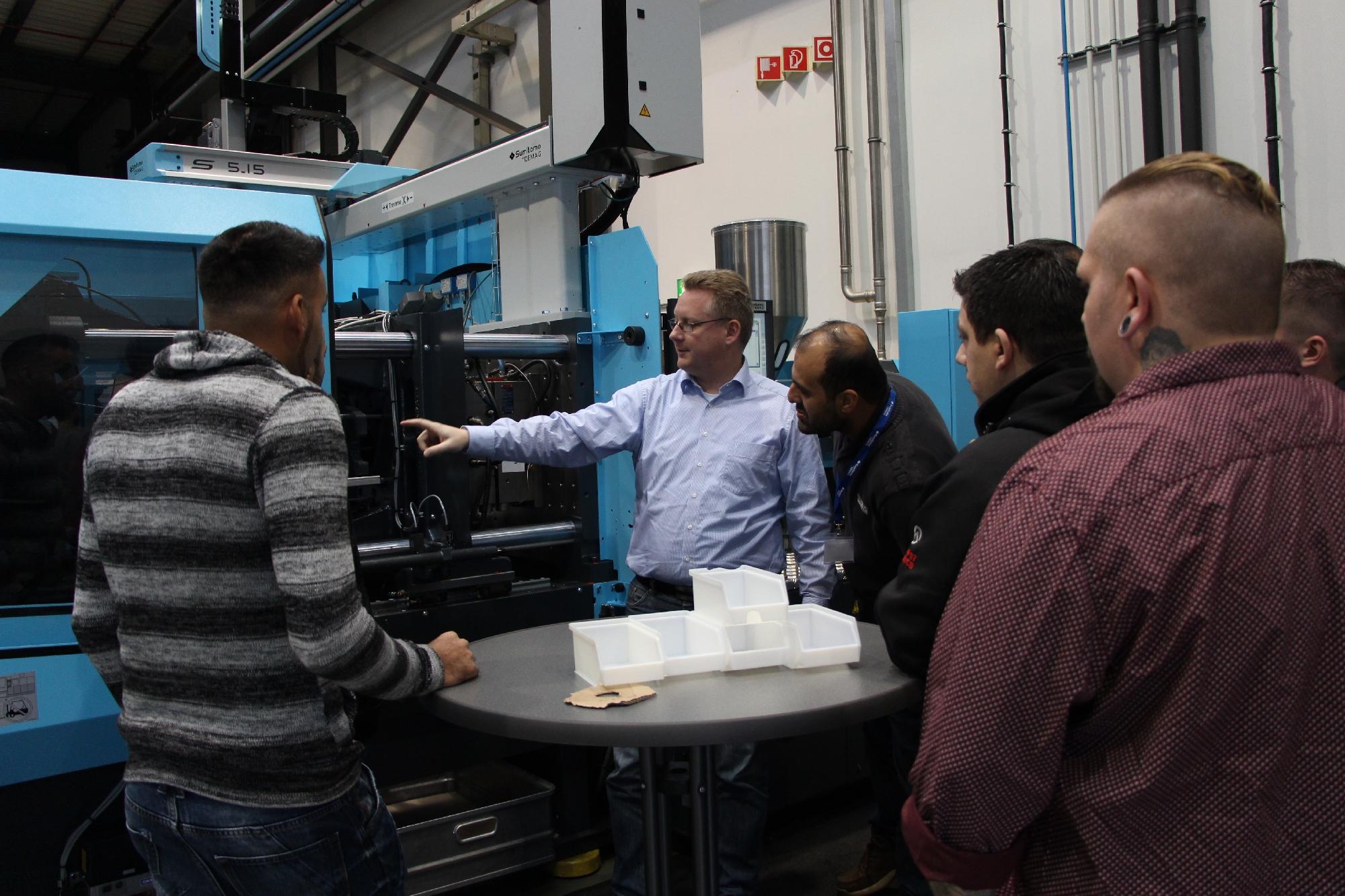 Geprüfte Fachkraft Spritzgieß-Produktion: Seminar Maschinentechnik bei der Fa. Sumitomo (SHI) Demag Plastics Machinery GmbH in Schwaig, Dezember 2017