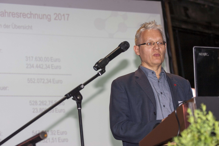 Die Zahlen wurden vom Vorstandsmitglied Dr. Thomas Zeiler erläutert.