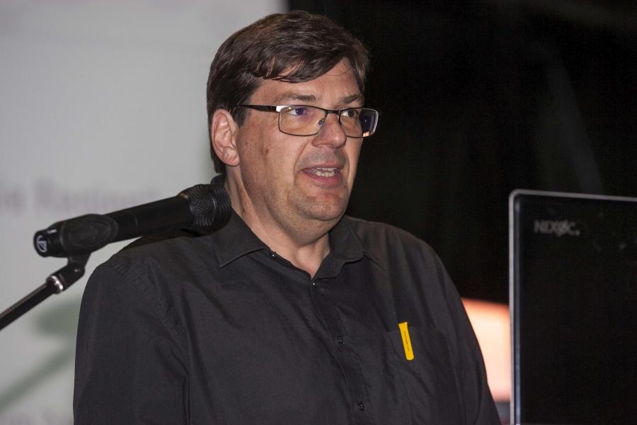 """Herr Jürgen Birk, der fachliche Leiter des Deutschen Dampflokomotiv Museums in Neuenmarkt referierte zum Thema """"Die schiefe Ebene – eine Bahnstrecke prägt die Region""""."""