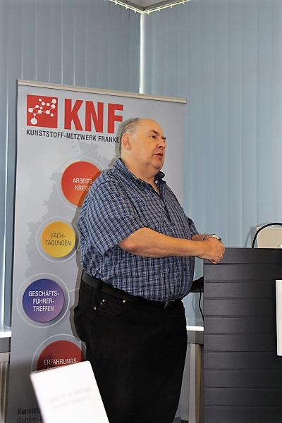 Herr Rausch begrüßt die Teilnehmer zur Exklusiv-Veranstaltung für KNF-Mitglieder Nutzung sozialer Medien für den Vertrieb (Social Selling) am 19. Juni 2018