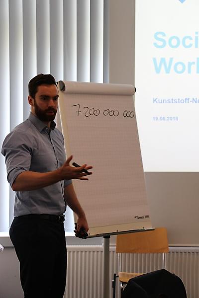 Der Referent Fabian Volbers während der Exklusiv-Veranstaltung für KNF-Mitglieder Nutzung sozialer Medien für den Vertrieb (Social Selling) am 19. Juni 2018