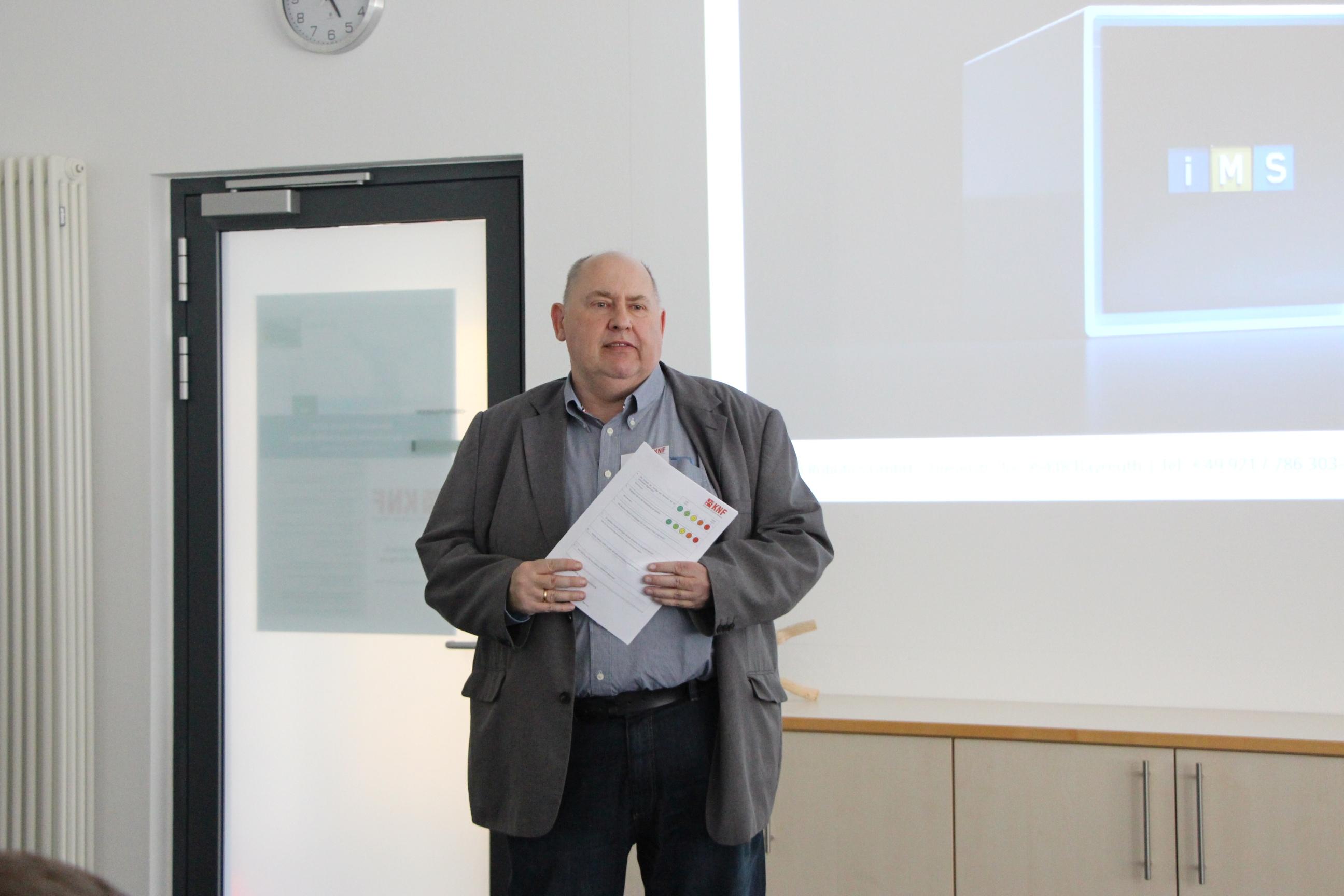 Hans Rausch, Geschäftsführer des KNF