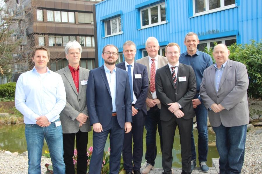 Die Referenten v.l.n.r.: Martin Loch (Preccon Robotics GmbH), Helmut Hofmann (Moderator), Markus Vogler (Vogler Engineering GmbH), Dr. Helmut Ridder (PHOENIX CONTACT GmbH & Co. KG), Klaus Hilmer (k-Beratung), Andreas Schuster (REHAU AG + Co.), K