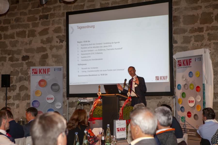 Vorstandsmitglied Karl Michael Roth begrüßte die Anwesenden und stellte die Agenda des Tages vor