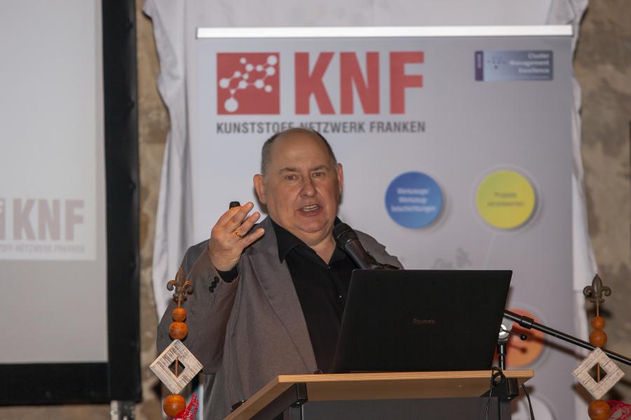 Geschäftsführer Hans Rausch gab einen Einblick über die Aktivitäten des vergangenen Jahres und stellte den neuen Messestand vor