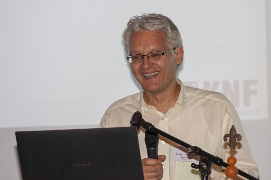 Vorstandsmitglied Dr. Thomas Zeiler gab den Mitgliedern Einblick in die Zahlen