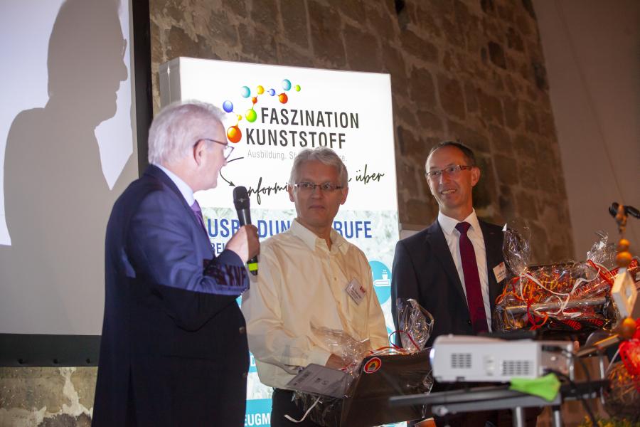 Vorstand Jürgen Weitmeier bedankte sich bei Dr. Thomas Zeiler und Karl Michael Roth für die geleistete Vorstandsarbeit