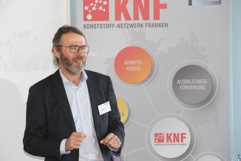 Jürgen Schmidt von Materialise GmbH hält einen Vortrag mit dem Titel Wertschöpfung der additiven Fertigung in der Gegenwart